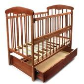 """Кроватка деревянная маятник+шухляда - откидной бортик """"Наталка"""" ясень светлый и темный"""
