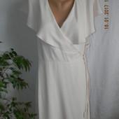 Нежное платье с рюшами на запах