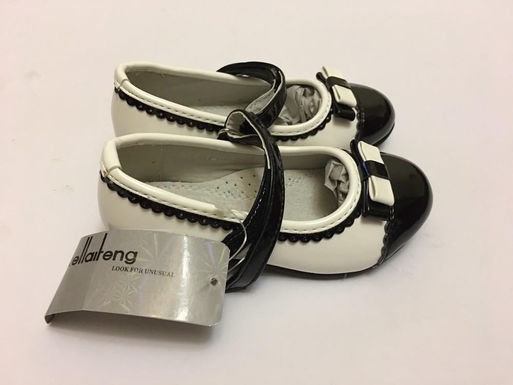 Туфли для девочки белые с черной вставкой фото №1