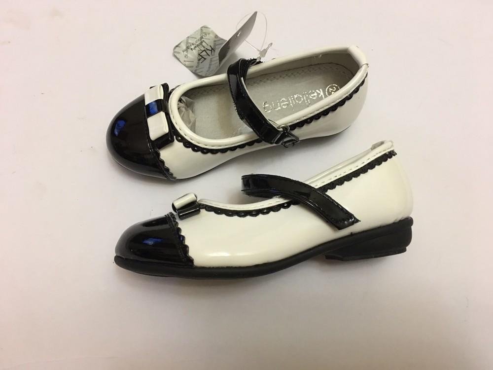 Туфли для девочки белые с черной вставкой фото №2
