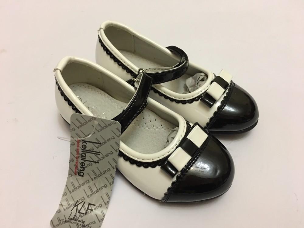 Туфли для девочки белые с черной вставкой фото №4