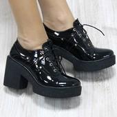 Туфли черный лак на шнуровке и тракторной подошве
