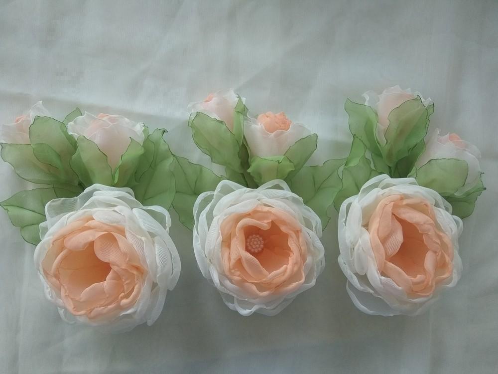 Заколка из шифона ручной работы,  цветы из шифона и атласных лент фото №3