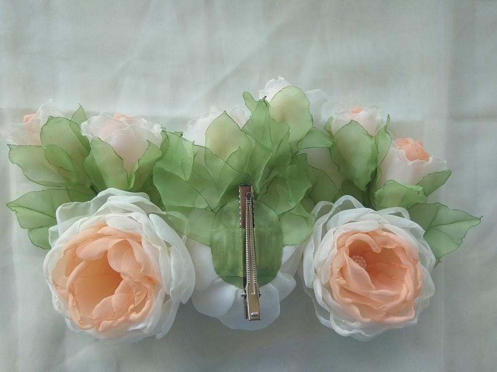 Заколка из шифона ручной работы,  цветы из шифона и атласных лент фото №5