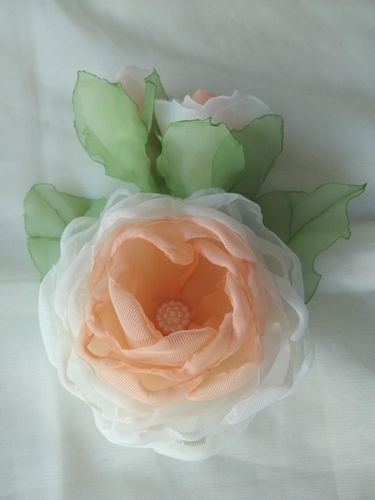 Заколка из шифона ручной работы,  цветы из шифона и атласных лент фото №6