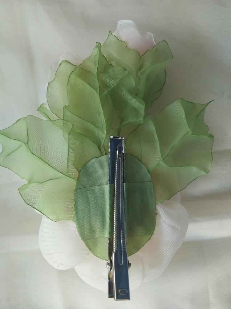 Заколка из шифона ручной работы,  цветы из шифона и атласных лент фото №7