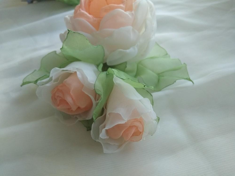 Заколка из шифона ручной работы,  цветы из шифона и атласных лент фото №8