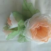 Заколка из шифона ручной работы,  цветы из шифона и атласных лент