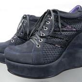 Кожаные- нубук ботинки на танкетке 38,39