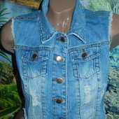 Denim Co коротенькая джинсовая жилетка,р-р 10,М
