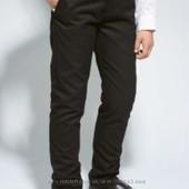 Строгие брюки Next, без защипов 9 лет, рост 134 см.  Зауженный и стандартный крой.