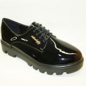 Туфли женские черные тракторная подошва Т657