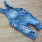 Фирменный джинсовый комбинезон Next  малышу 6-9 месяцев состояние отличное