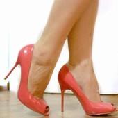 Продам элегантные новые туфли на каблуке 39 р