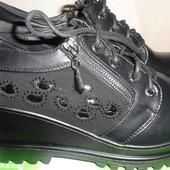 Удобные женские ботинки на шнуровке