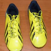 Фирменные бутсы Adidas для мальчика , размер 2 (21 см)