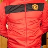Фирменная спортивная футбольная курточка ветровка оригинал Ф.к Манчестер .s-xs