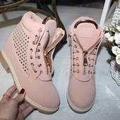 Ботинки шнурки и молния спереди перфорация