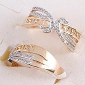 Кольцо с фианитами из медицинского сплава с покрытием золота 750 пробы