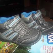 очень классные ботинки или высокие кроссовки