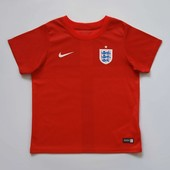 Спортивная футболка Nike оригинал на 5-6 лет, б/у. Очень хорошее состояние, без пятен. Длина 47 см,
