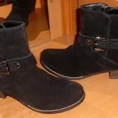 Новые ботинки деми  39 р Elena