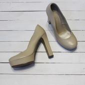 Туфли на высоком каблуке. Цвет: беж. Размер 37.
