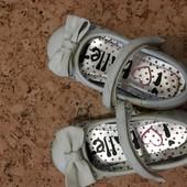 Туфельки для девочки 24 р два вида