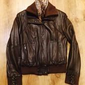 Кожаная курточка в отличном состоянии размер 42 или М