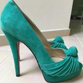 Продам замшевые туфли Christian Louboutin