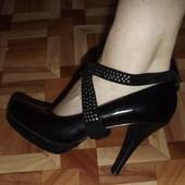 Туфли черные лаковые удобная колодка фирменные
