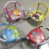 Детский стульчик с мягким сиденьем и металлическими ножками. В наличии