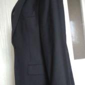 новий  чорний чоловічий  костюм.