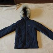 Фирменная утепленная стеганая спортивная черная куртка Nike size S.