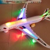 Самолет на батарейках музыкальная , свет, в коробке