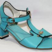 Женские классические босоножки на каблуке голубые синие нарядные