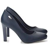 Туфли синего цвета на устойчивом каблуке