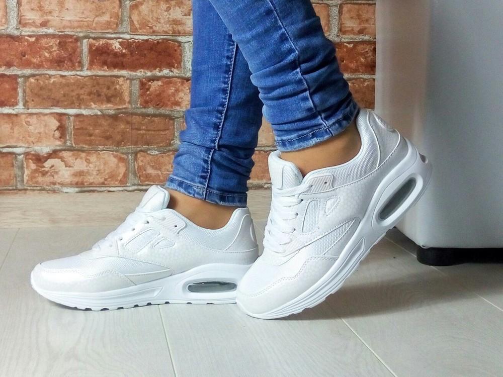 Белые кроссовки женские картинки