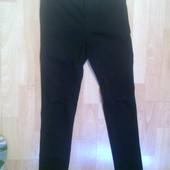Фирменные джинсы узкачи с прорезанными коленками 9-10 лет