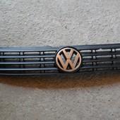 Решетка радиатора бампера VW Passat B5
