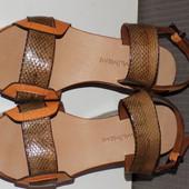 Кожаные фирменные босоножки Maliparmi 37 р - Новые Кожа везде