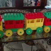 Конструктор - Паровоз с тремя вагонами.