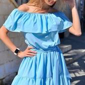 Яркое легкое женское шелковое платье с открытыми плечами