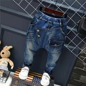 Бомбезные  джинсы. сзади и спереди необычные