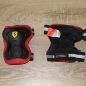 Наколенники Ferrari