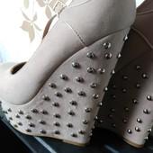 Бежевые  туфли на платформе 38р