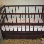 Деревянная кроватка-маятник с матрасом (шарниры+шухлядка)