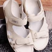 Мужские сандалии для жаркой поры года.
