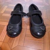 туфли лак кожа Clarks р.26 стелька 16,5 см. в хорошем состоянии