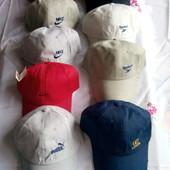 Нові кепки з логотипом бренд фірм читаємо які залишилися.